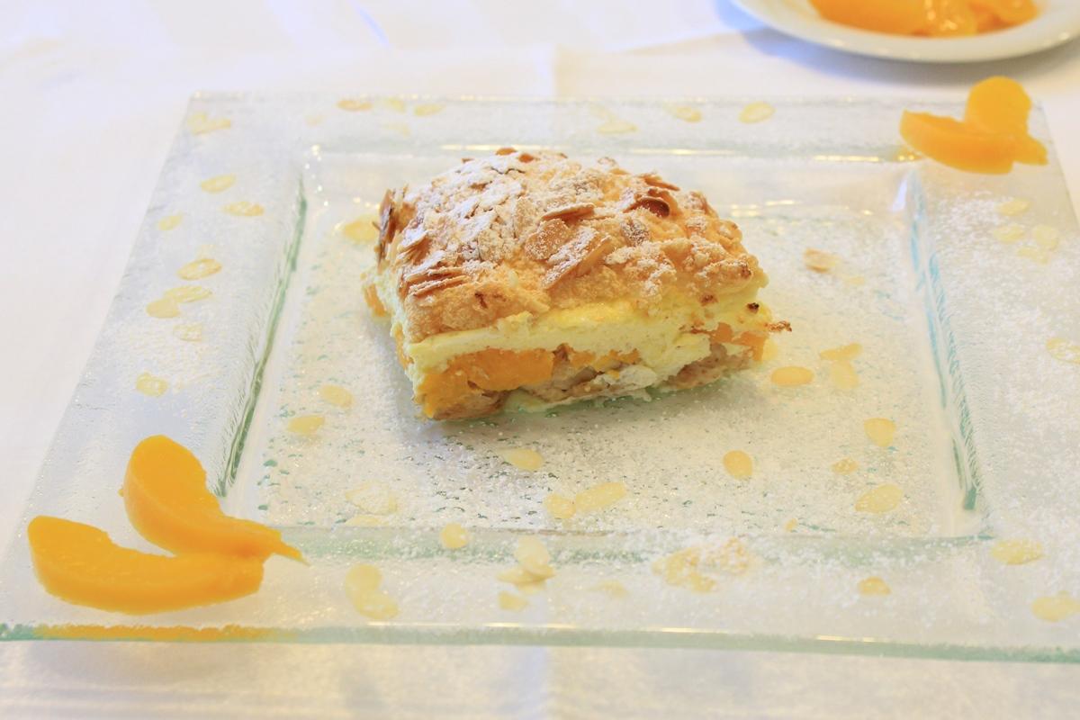 Scheiterhaufen mit Pfirsich-Topfenfülle