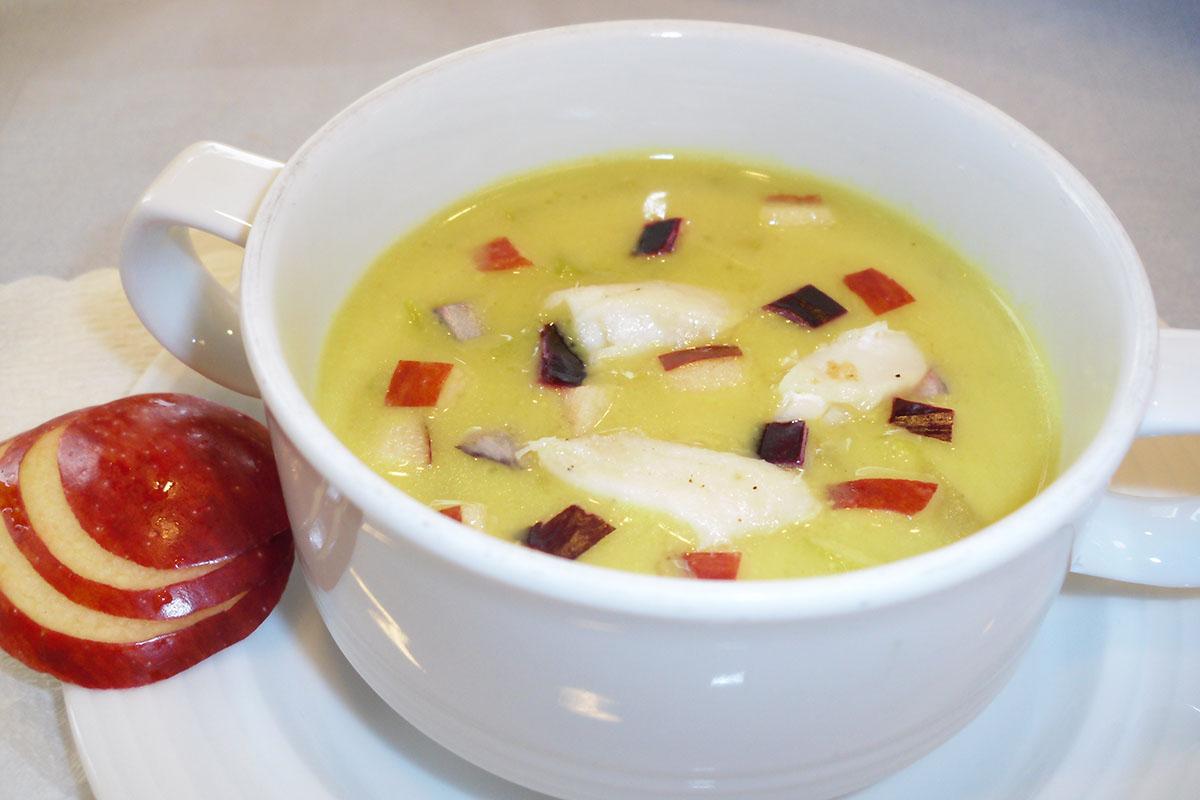 Apfel-Currysuppe mit Fischfilets