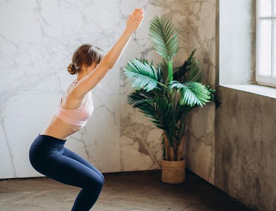 Vier kurze, aber sehr effektive Fitnessübungen für Ihr Home Workout