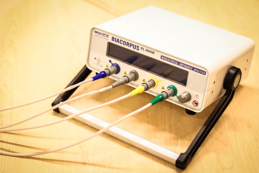 Bioelektrische Impedanzanalyse (BIA) – medizinische Analyse der Körperzusammensetzung
